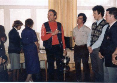 Wim van Aker, center
